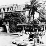 Aspecto externo da piscina e da fachada do Grand Hôtel La Plage, inaugurado em 1912