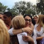 Na porta da Prefeitura, Marcia Rosa recebeu os cumprimentos de populares de Cubatão