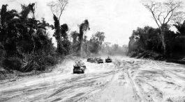 Tratores fazem terraplanagem em trecho da rodovia Transamazônica ainda em construção (Foto: Folhapress)