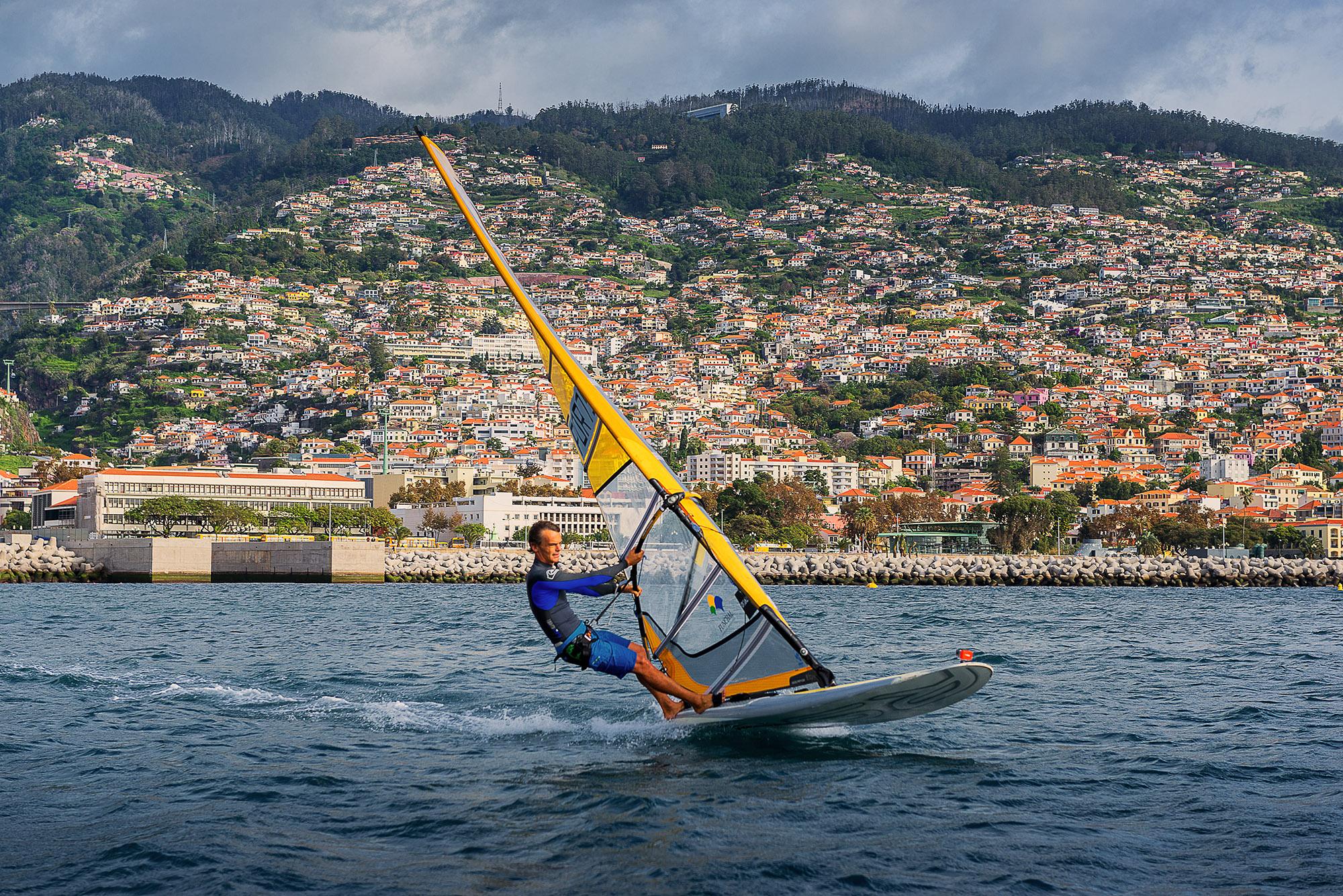 arquipelago-da-madeira-windsurfe-em-funchal